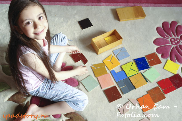 Tangram Puzzles - девочка играет танграммы