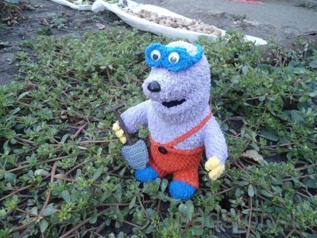 вязаные игрушки из игры Город Тайн - пес Рекс из польского мультфильма и крот :)