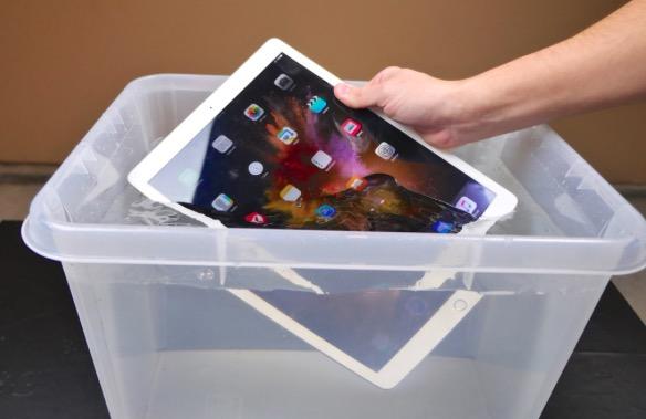 iPad в воде