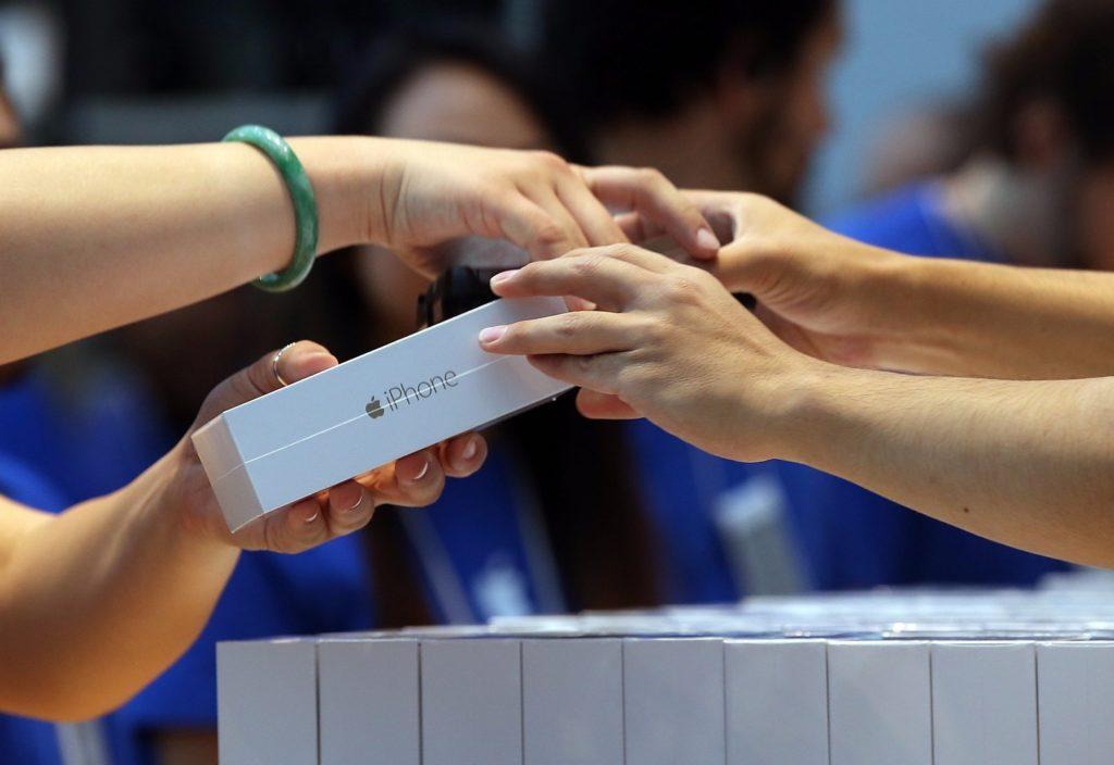 Почему выгодно и правильно покупать Айфон в официальном магазине?